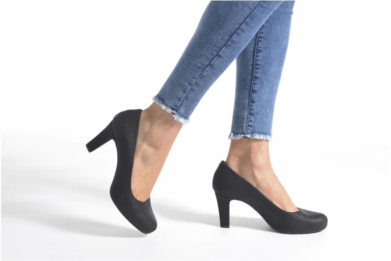 High heels Unisa Numis Black view from underneath / model view