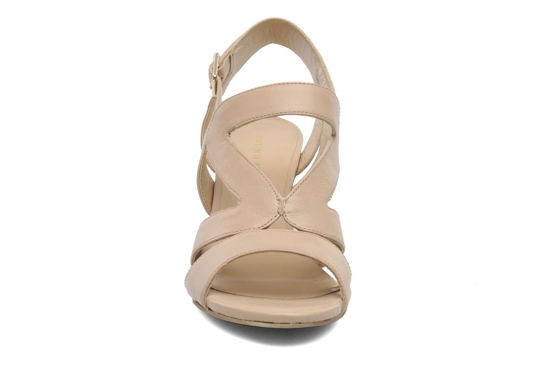 Sandales et nu-pieds Bruno Premi Mia Beige vue portées chaussures