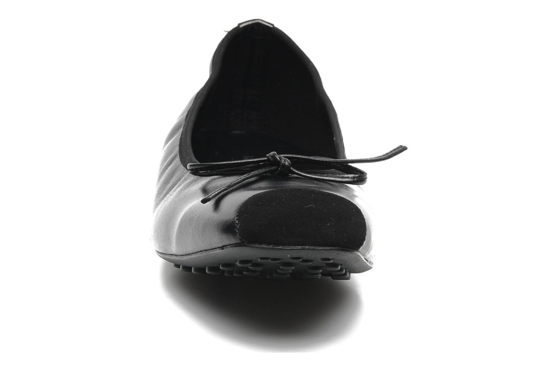 Ballerines Elizabeth Stuart Lacq 304 Noir vue portées chaussures