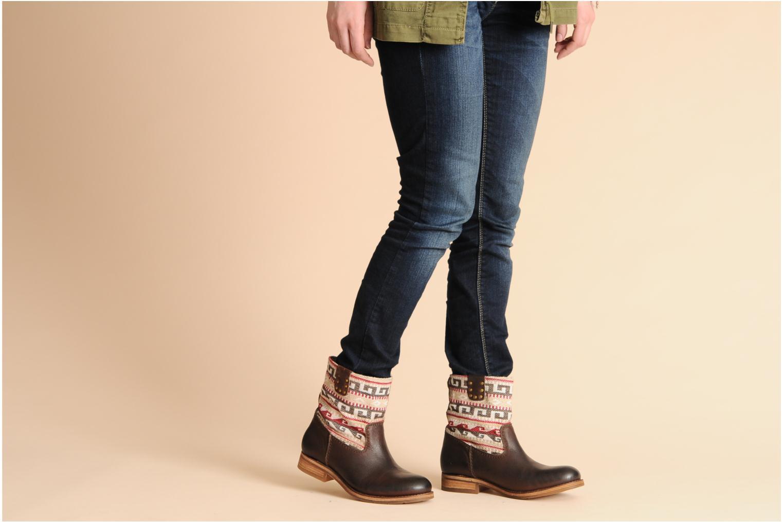 Bottines et boots Koah Dalia Marron vue bas / vue portée sac