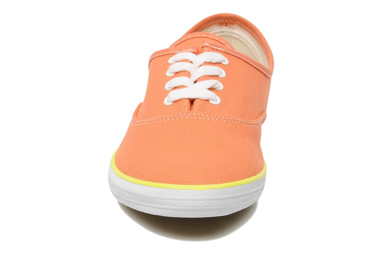Sneaker Veja Derby W orange schuhe getragen