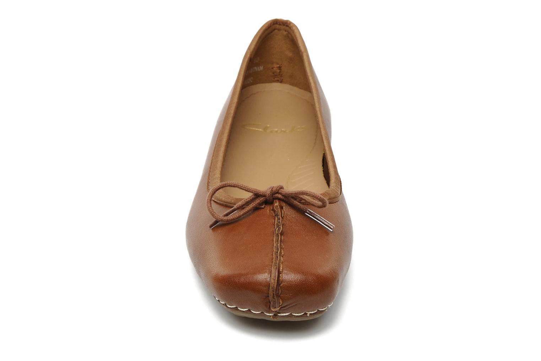 Ballerines Clarks Unstructured Freckle Ice Marron vue portées chaussures