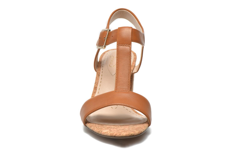 Sandales et nu-pieds Clarks Smart Deva Marron vue portées chaussures