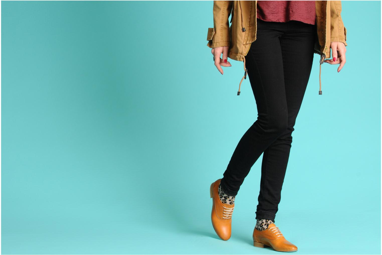 Chaussures à lacets Georgia Rose Lalla Marron vue bas / vue portée sac