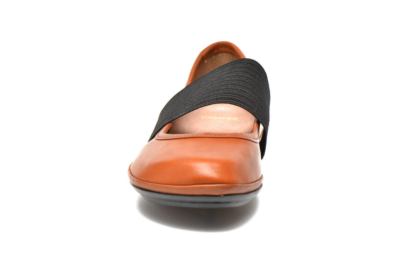 Ballerines Camper Right Nina 21595 Marron vue portées chaussures