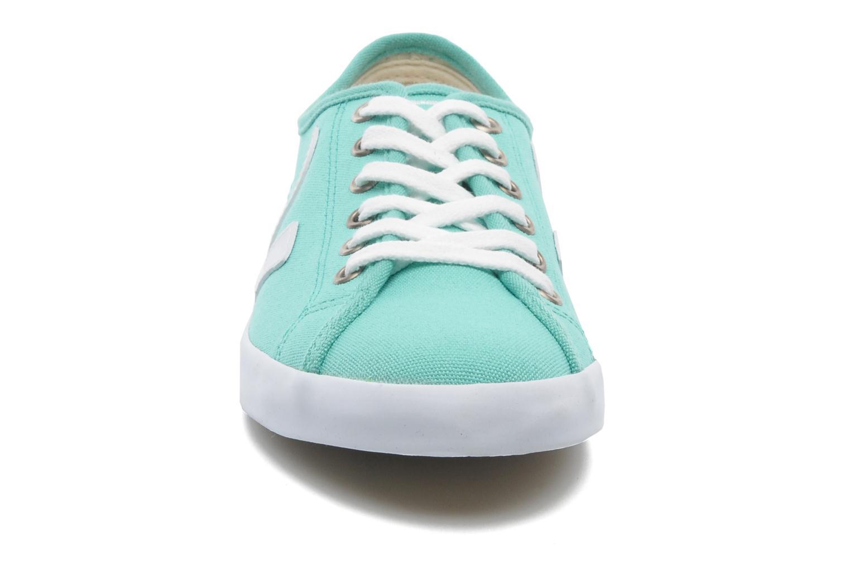 Baskets Veja Taua W Vert vue portées chaussures