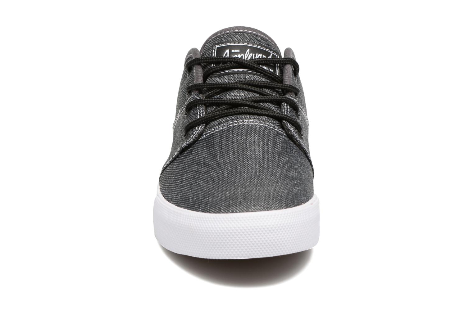 Sport shoes Globe MAHALO Grey model view