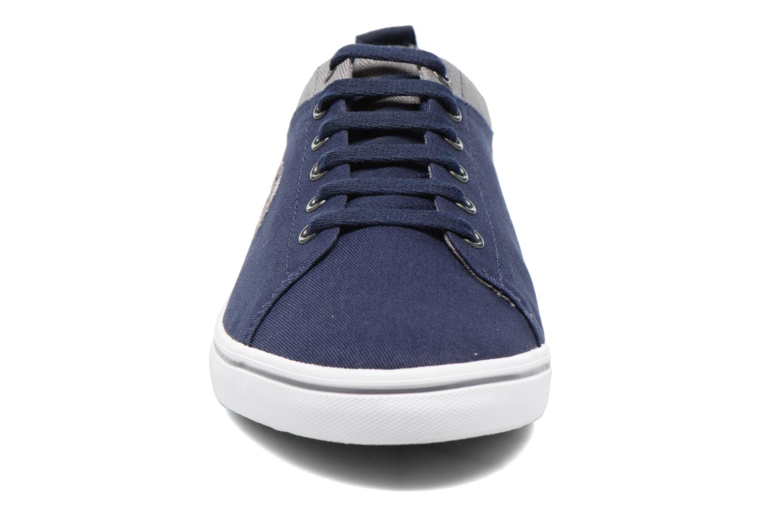Baskets Fred Perry Hallam Twill Bleu vue portées chaussures