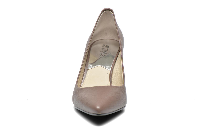 Escarpins Michael Michael Kors MK-Flex Mid Pump Marron vue portées chaussures