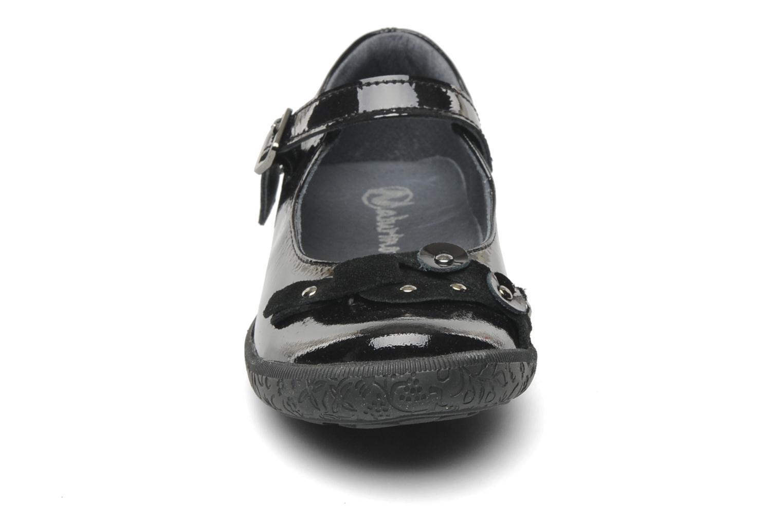 Ballerines Naturino Swan Noir vue portées chaussures