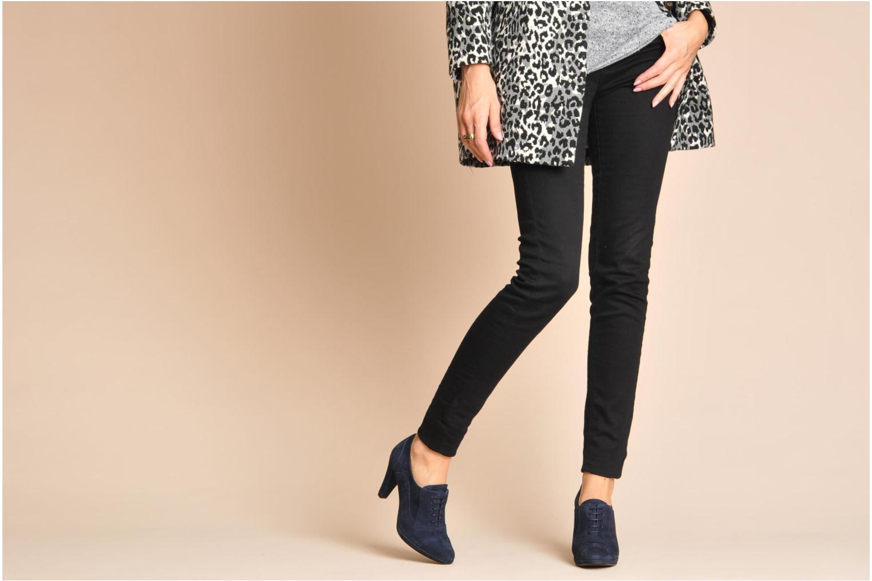 Chaussures à lacets Georgia Rose Linotte Noir vue bas / vue portée sac