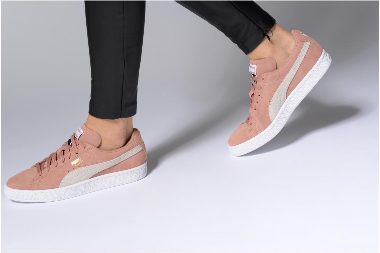 Sneaker Puma Suede Classic Wn's beige ansicht von unten / tasche getragen