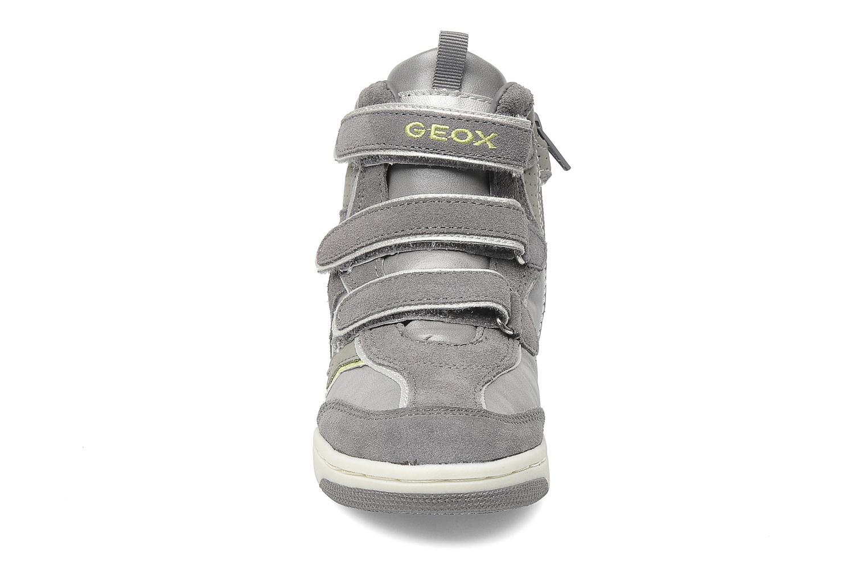 Sneaker Geox J CREAMY D grau schuhe getragen