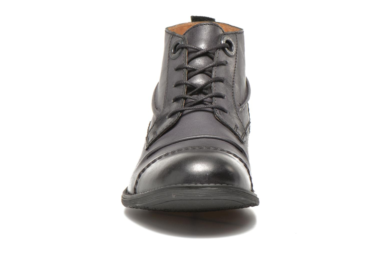 Snörade skor Kickers MASSIMO Svart bild av skorna på