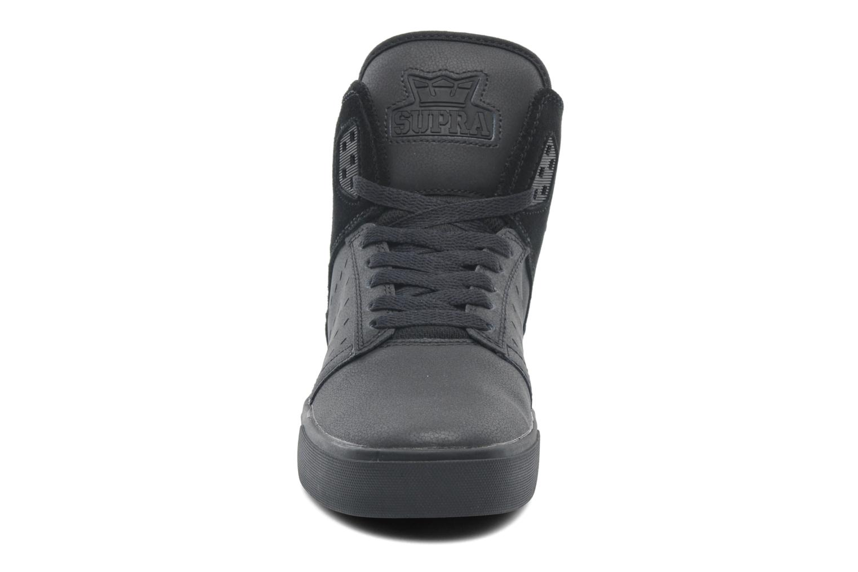 Baskets Supra Atom Noir vue portées chaussures