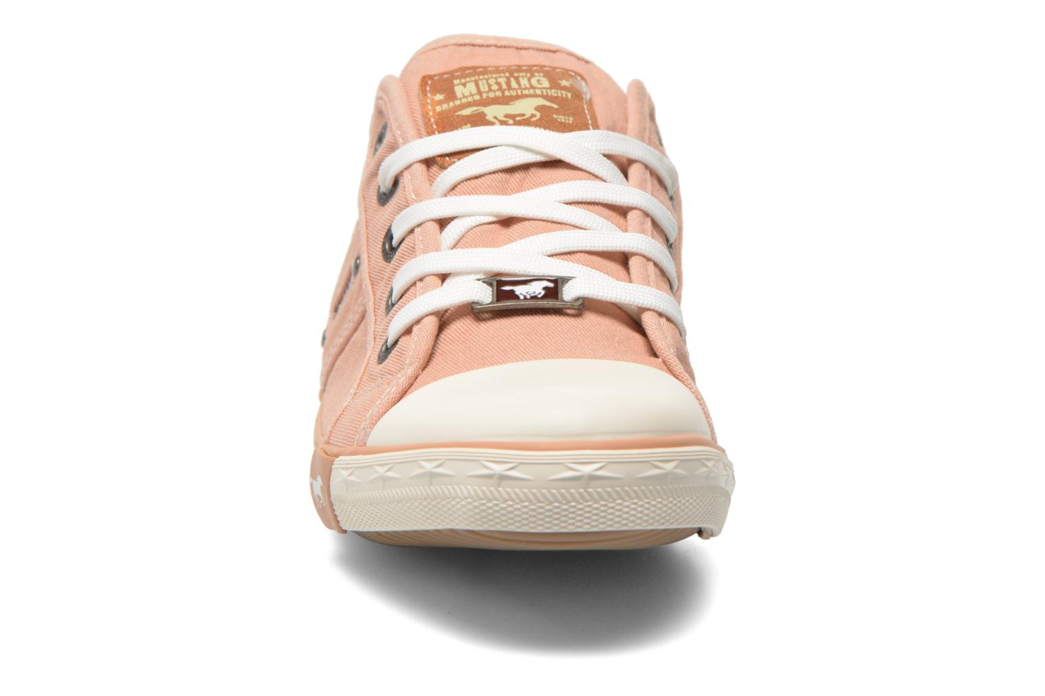 Baskets Mustang shoes Pitaya Orange vue portées chaussures