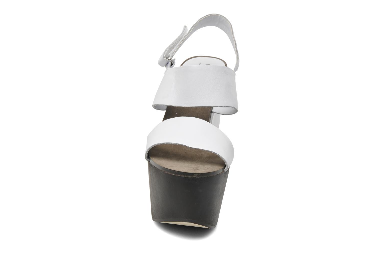 Sandaler Shellys London Valbruna Vit bild av skorna på
