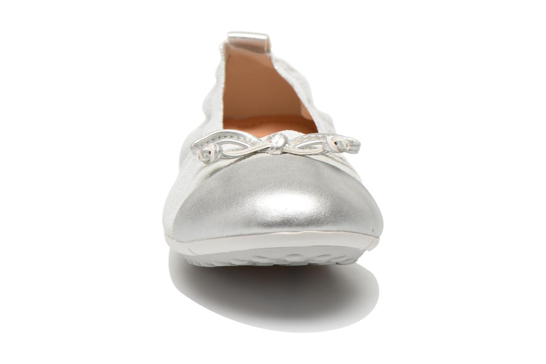 Ballerinas Geox Jr Piuma ball J42B0D silber schuhe getragen