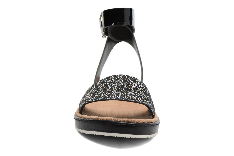 Sandales et nu-pieds Clarks Romantic Moon Noir vue portées chaussures