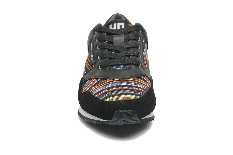 Sneakers United Nude Runner Multicolore modello indossato