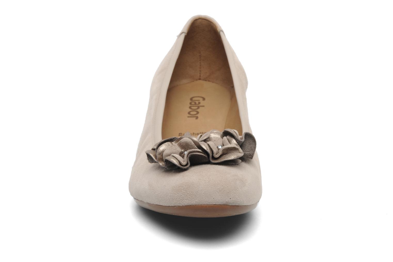 Zapatos de tacón Gabor Sidney Beige vista del modelo