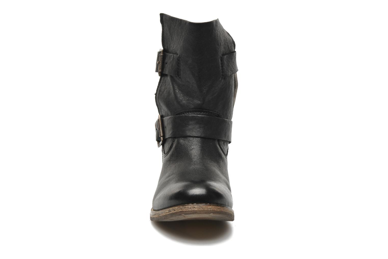 Ankle boots Koah Dune Black model view