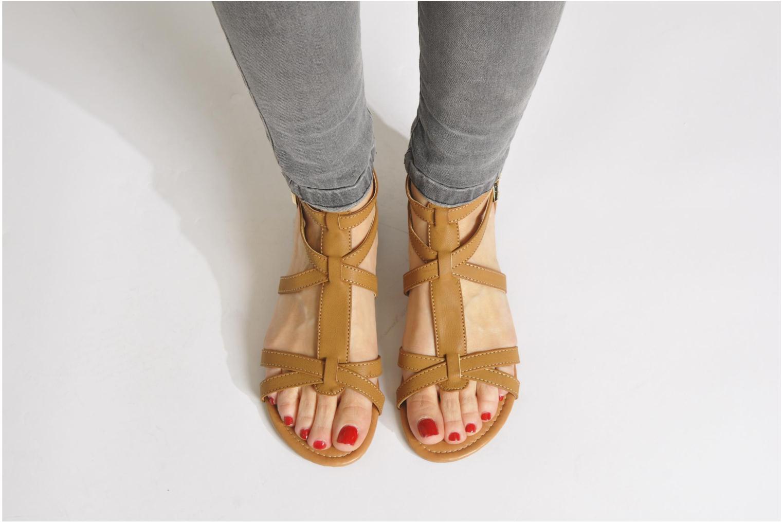 Sandalen Refresh Belle braun ansicht von unten / tasche getragen