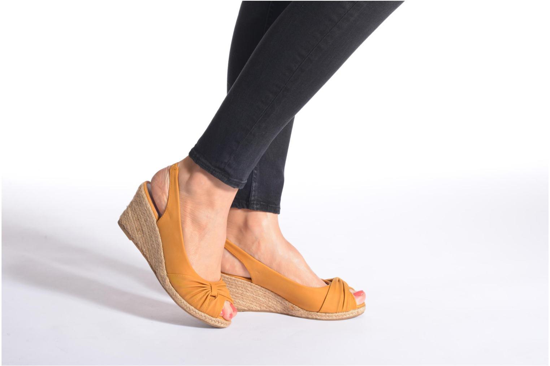 Sandalen Refresh Britt braun ansicht von unten / tasche getragen
