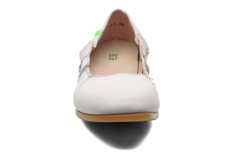 Ballerines El Naturalista Croche N961 Blanc vue portées chaussures