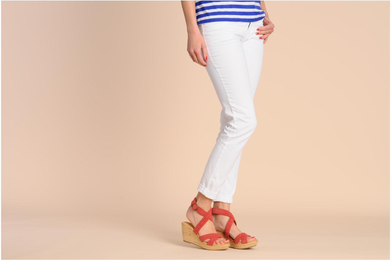 Sandales et nu-pieds Minnetonka Haley Rouge vue bas / vue portée sac