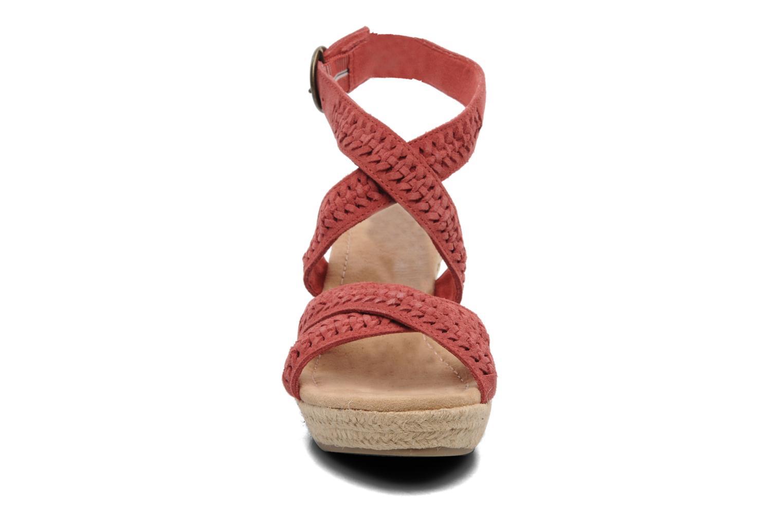 Sandales et nu-pieds Minnetonka Haley Rouge vue portées chaussures