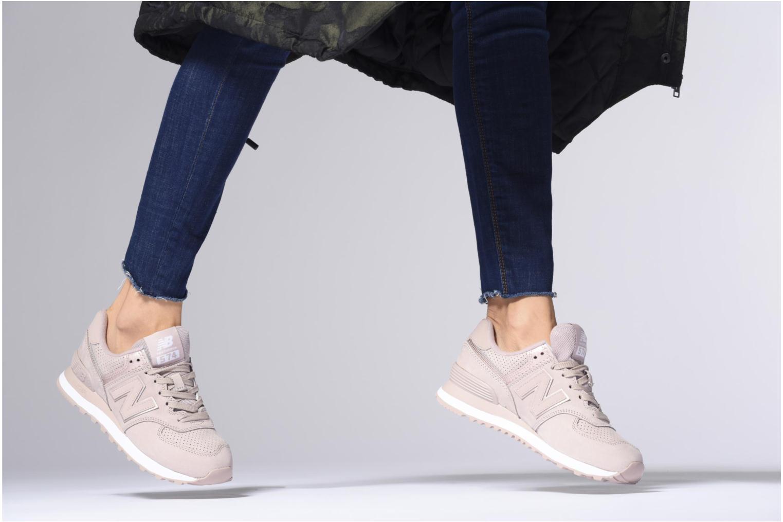 Sneaker New Balance WL574 grau ansicht von unten / tasche getragen