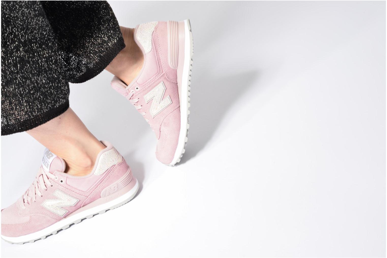 Sneaker New Balance WL574 rot ansicht von unten / tasche getragen