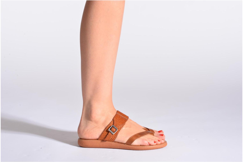 Sandalen Kickers Hypy braun ansicht von unten / tasche getragen