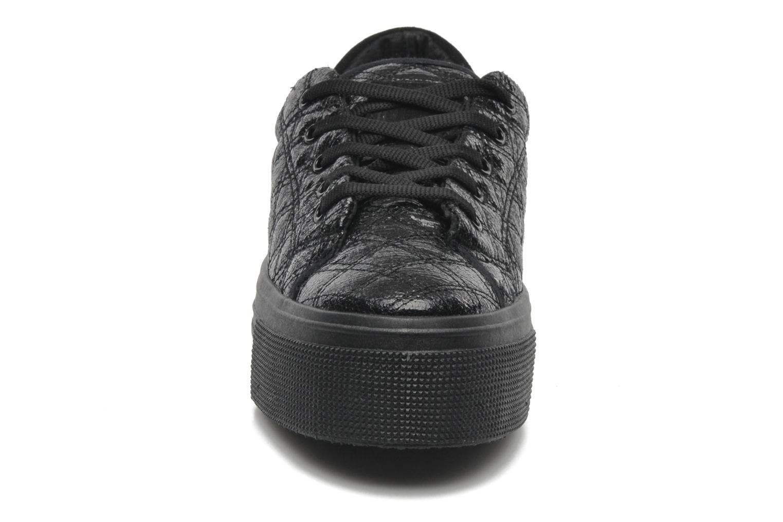 Sneakers No Box Alma Nero modello indossato