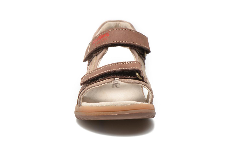 Sandales et nu-pieds Kickers Platino Marron vue portées chaussures