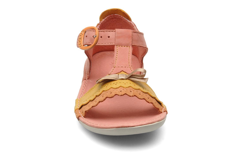 Sandales et nu-pieds Kickers Especial Rose vue portées chaussures