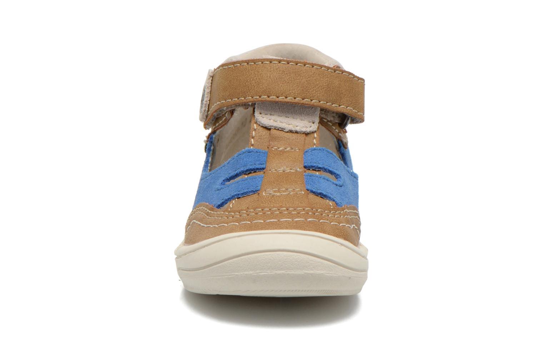Sandalen Kickers Zelou beige schuhe getragen