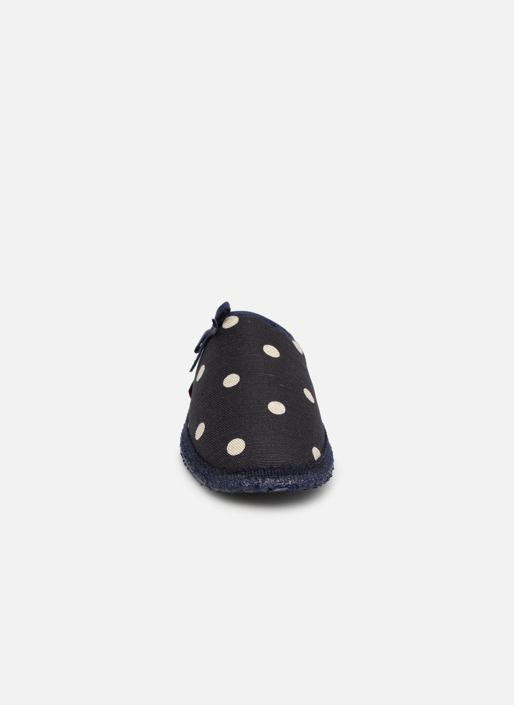 Pantofole Giesswein Plein Azzurro modello indossato