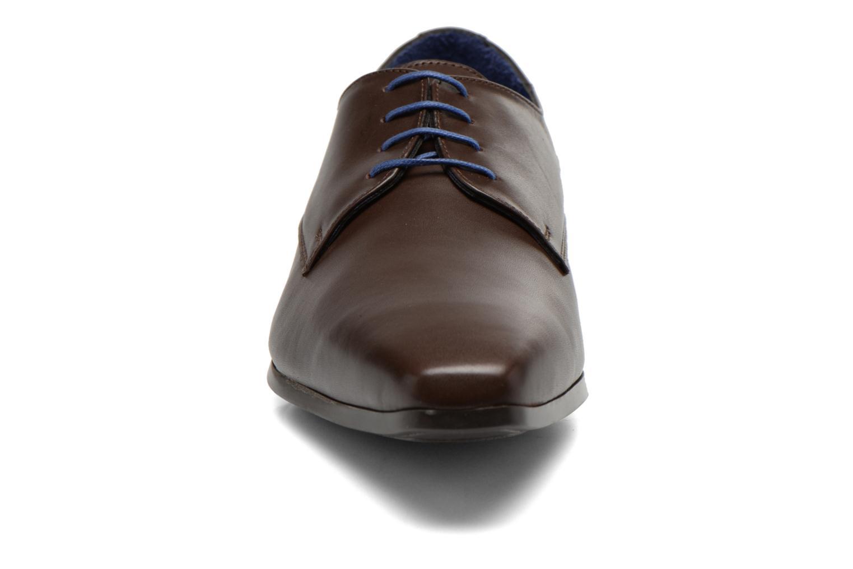 Zapatos con cordones Azzaro Anglin Marrón vista del modelo