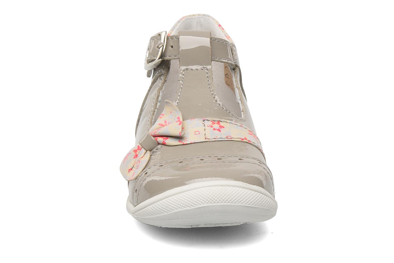 Bottines et boots GBB GABRIELA Gris vue portées chaussures