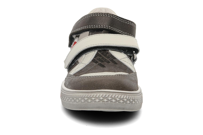Sneaker GBB GODFROY grau schuhe getragen