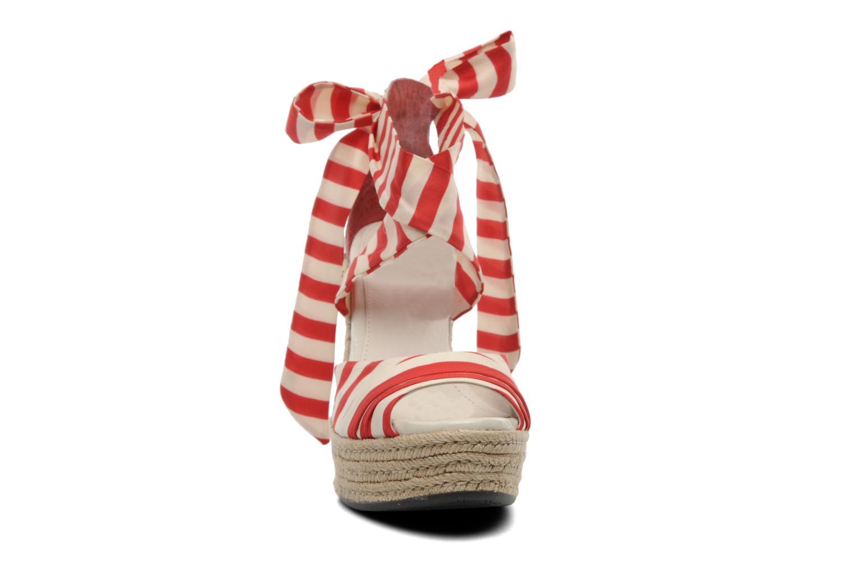 Sandales et nu-pieds UGG Lucianna Stripe Rouge vue portées chaussures