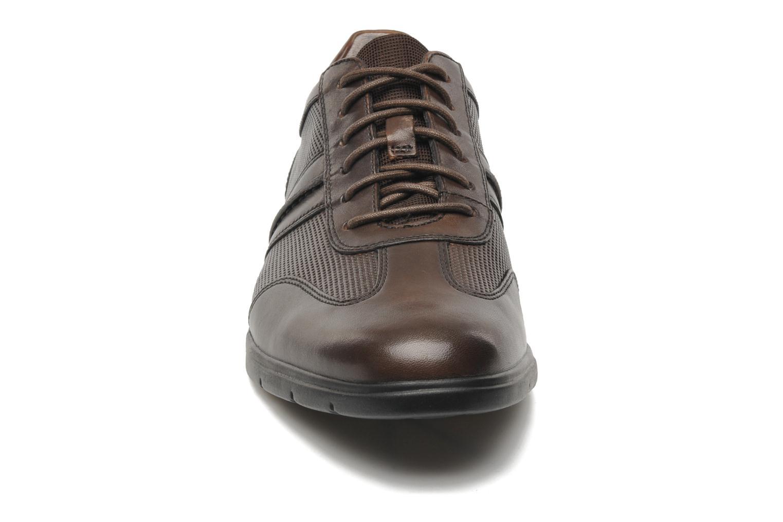 Chaussures à lacets Clarks Denner Race Marron vue portées chaussures
