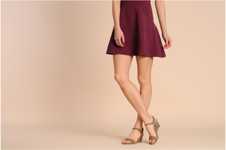 Sandalen Georgia Rose Luce beige ansicht von unten / tasche getragen