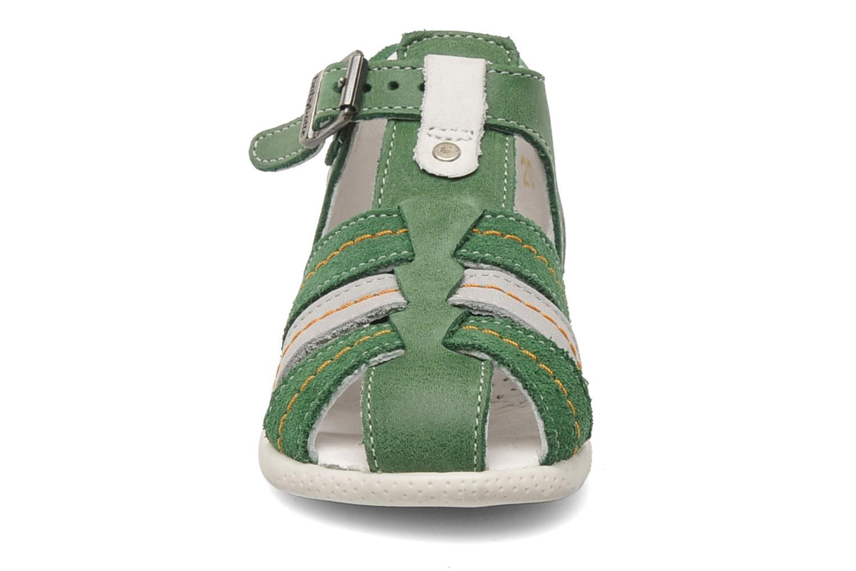 Sandalen Babybotte GIOVANI grün schuhe getragen