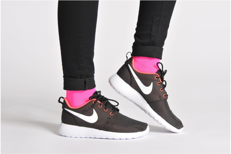 Baskets Nike Wmns Nike Roshe One Noir vue bas / vue portée sac