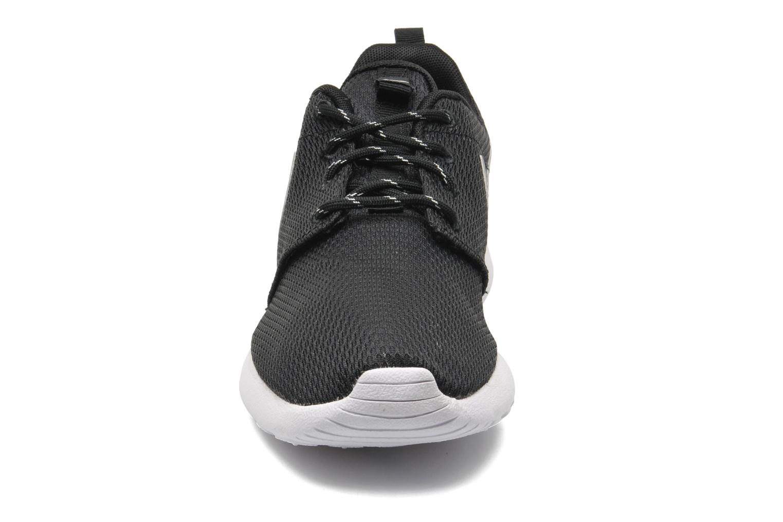 Baskets Nike Wmns Nike Roshe One Noir vue portées chaussures