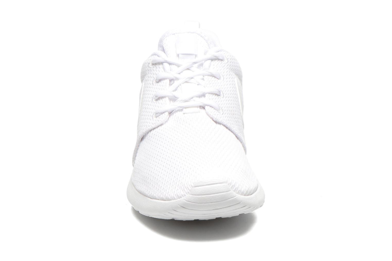 Sneaker Nike Wmns Nike Roshe One weiß schuhe getragen