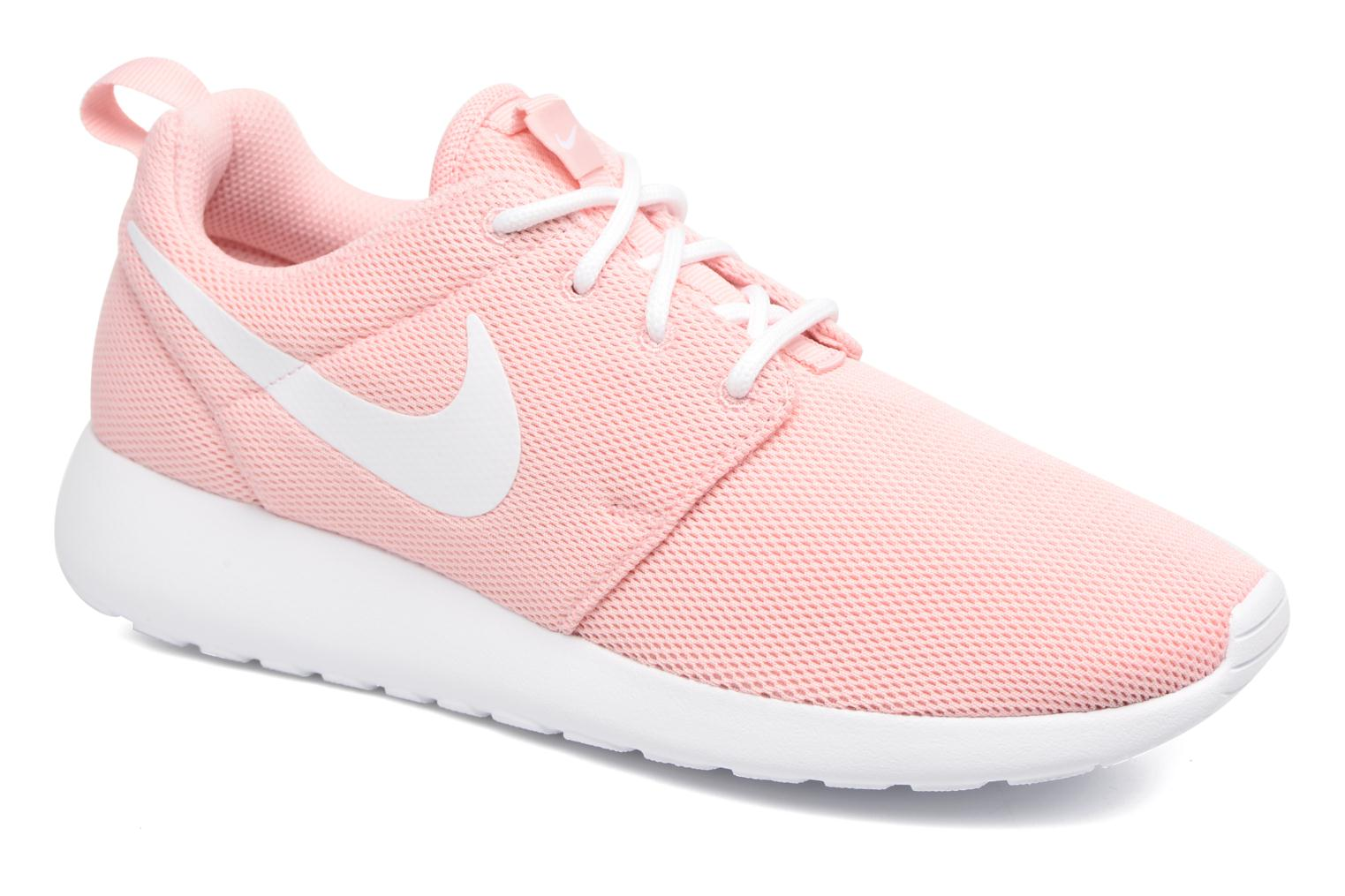 Trainers Nike Wmns Nike Roshe One Pink detailed view/ Pair view